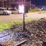 夜の車止標識