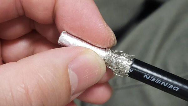 網線を指でぐいぐいスライドさせて密度を高め9mmにする