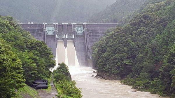 二川ダム放水